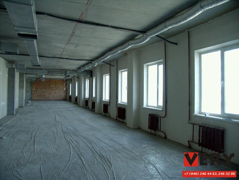 Компания ВЕРИ производит работы по устройству полусухой цементно-песчаной стяжки пола по разделительной подложке (несвязанные стяжки) с применением дизельных пневмоподатчиков, производительность на одну установку до 200 кв.м. на одну смену.